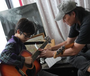 Guitar lesson at Sunset Music School
