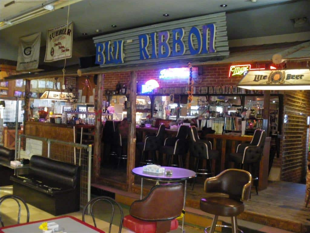 Blue Ribbon Billiards Bar