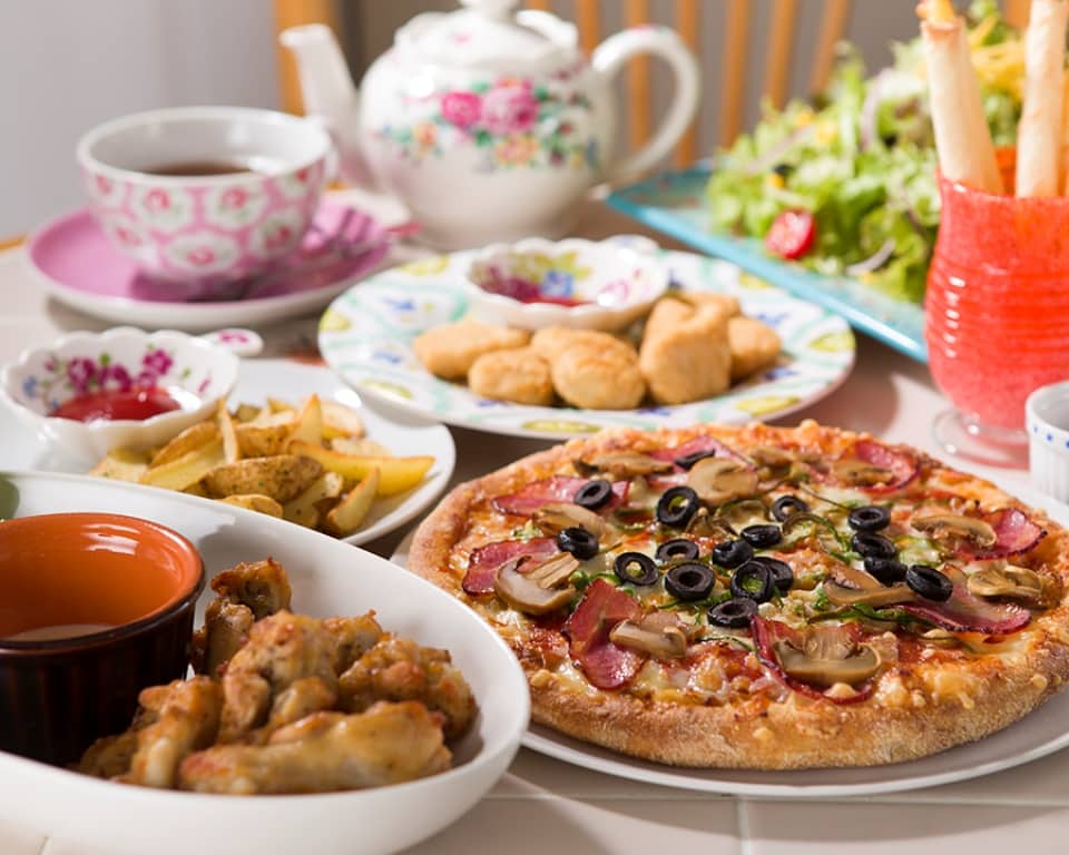 Kozy's Pizza - Pizza & Appetizers with Tea Set