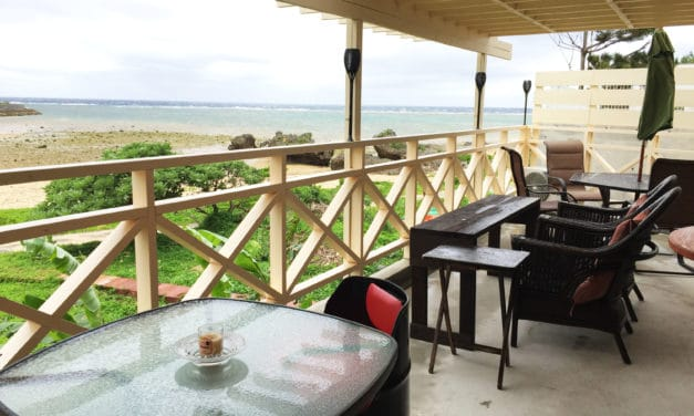 Ken's Beachfront Cafe & Lodge