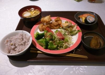 Karage with vegetables, rice and sushi